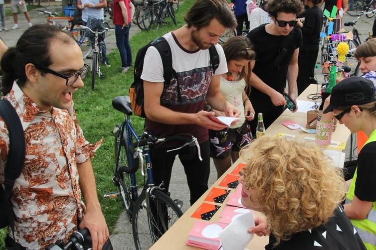 Teilnehmer einer Art Spin Kunsttour