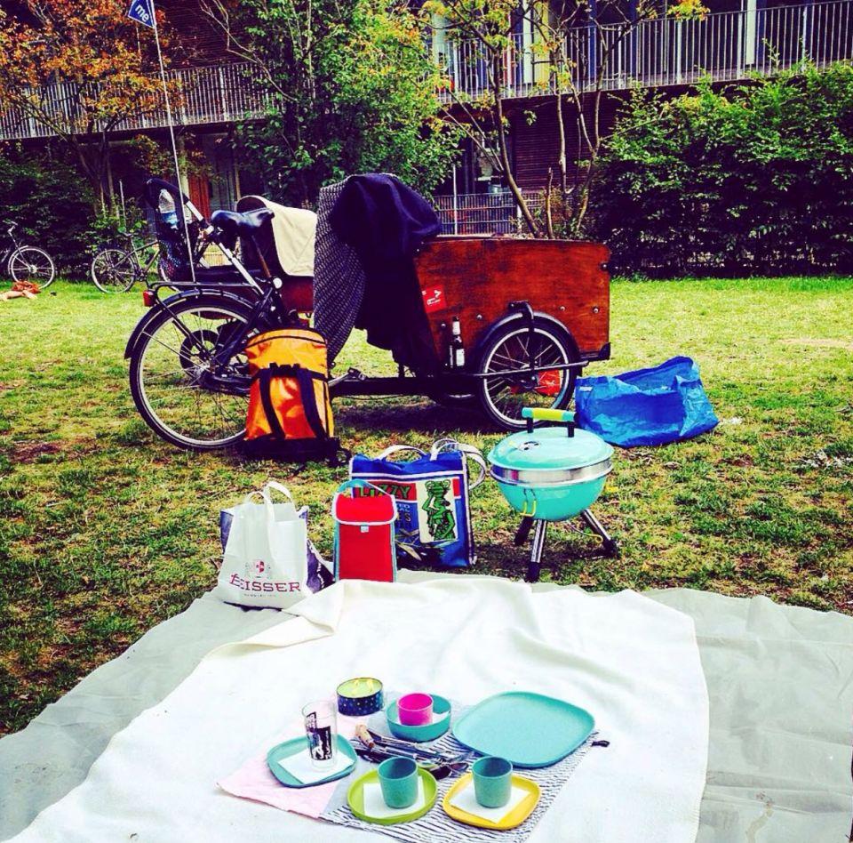 Ahoi<br />Schön Grillen am Kaifu / Hamburg. Das Bike hat alles dahin transportiert....lecker:-))