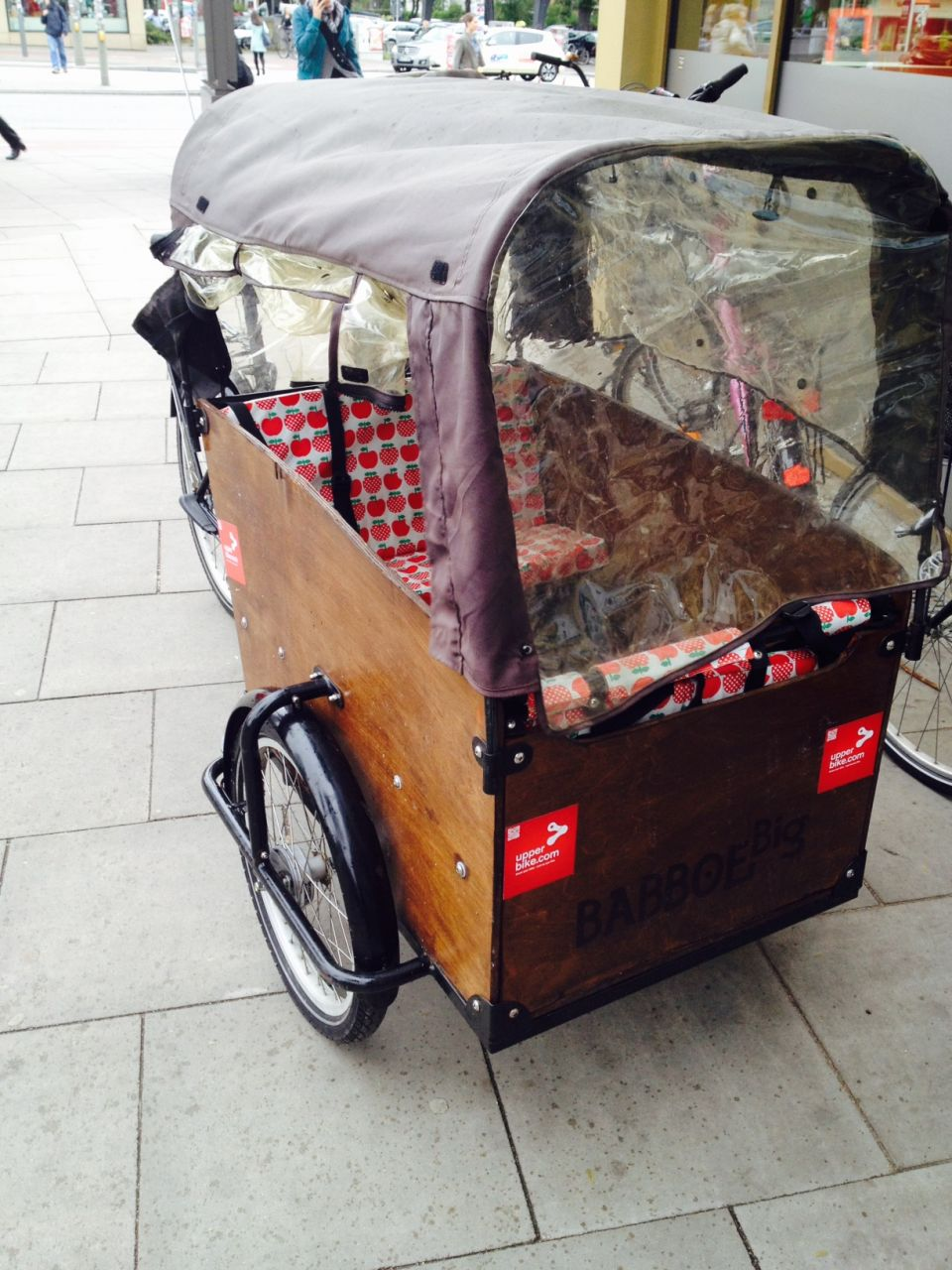 Gestern habe ich meine Familienkutsche vermietet fürs Wochenende in Hamburg und vor allem beklebt mit tollen Upperbike-Aufklebern :-)